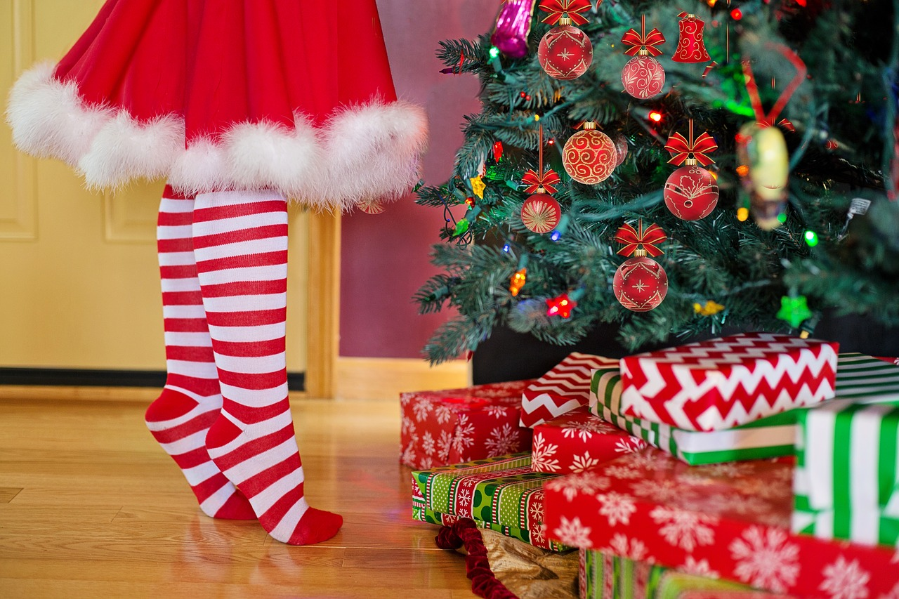 How to Safely Decorate Your Home for the Holidays